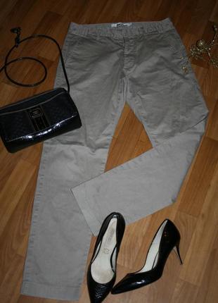 Стильные спортивные серые джинсовые брюки линия спорт с фирменной фурнитурой