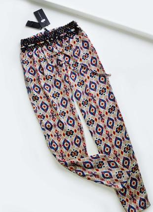 Стильные брюки в узор