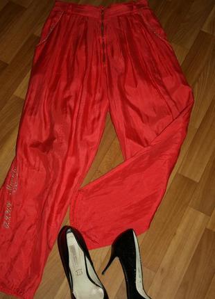 Легкие летние ярко-алые брюки-джоггеры из натурального шелка