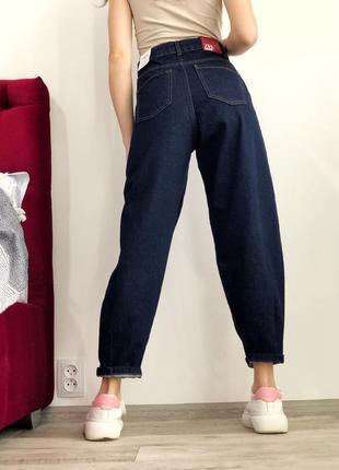 Новые синие джинсы слоучи