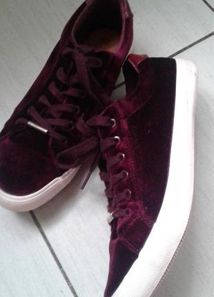 Велюровые кроссовки 39 размер