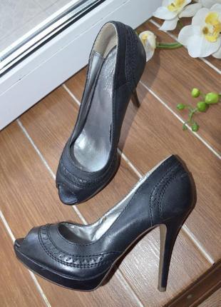 Кожаные классические туфли с открытим носком босоножки италия