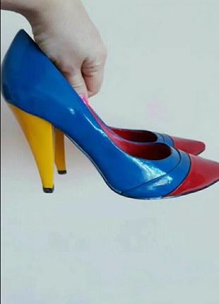 Эффектные туфли.