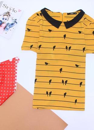 Красивая блуза с птицами горчичного цвета