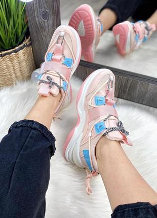 Массивные кроссы с карабином и светоотражающими шнурками кроссовки розовые