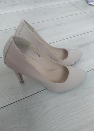 Класичні туфлі-лодочки