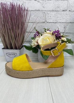 Босоножки желтые на плетеной подошве натуральна замша