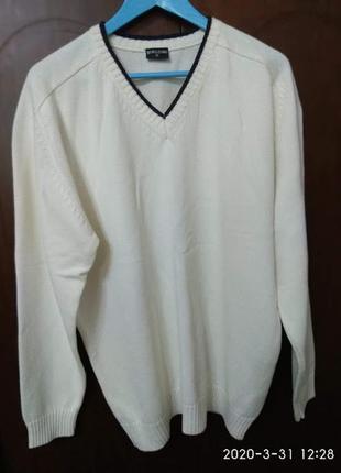 Нарядный белый пуловер