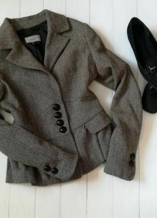 Стильный пиджак елочка mango с баской