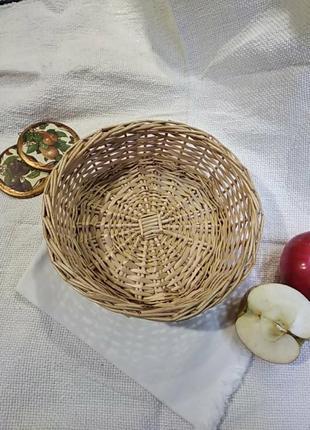 Плетена корзинка