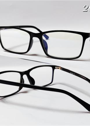 Компьютерные очки в черной легкой оправе