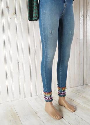 Джинсы, джинси з вишивкою