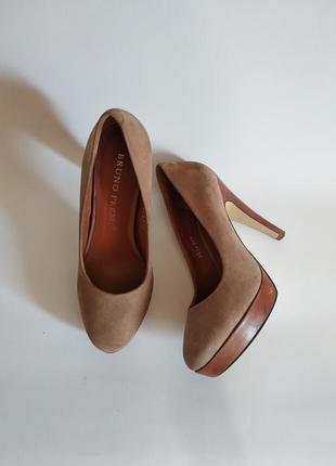Нюдовые замшевые туфли bruno premi  (италия) 22,5 см