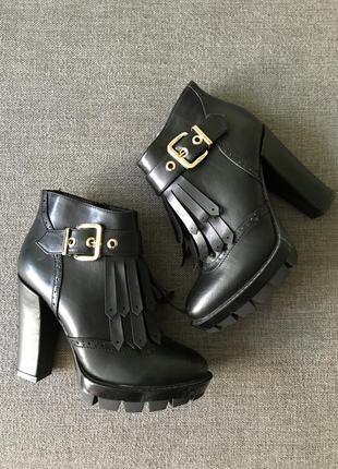 Продам кльові черевички