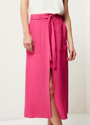 Ярко розовая миди юбка интересного кроя от river island