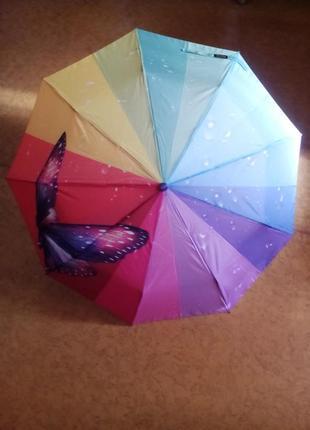 Яркий зонтик с бабочкой