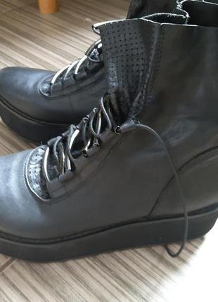 Кожаные ботинки на платформе