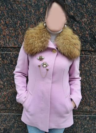 Розовое  пальто с мехом воротник енот morgan морган размер m