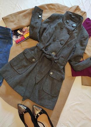 Пальто серое на поясе короткое с большими карманами шерсть шерстяное