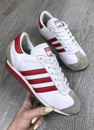 Отличные кроссовки adidas