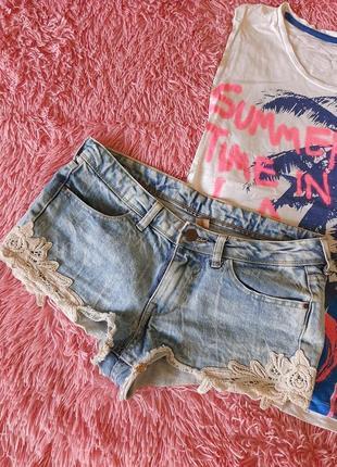 Шорты короткие джинсовые светлые голубые с кружевами  варёнки