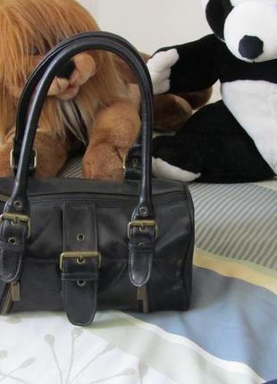 Женская сумка саквояж с короткими плотными ручками