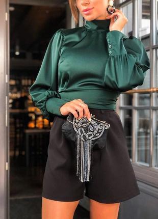 Шелковая элегантная блуза с вырезом на спинке
