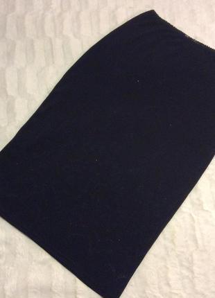 Чёрная юбка с нежным серебристым узором, размер s