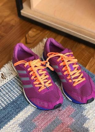 Яскраві кросівки adidas