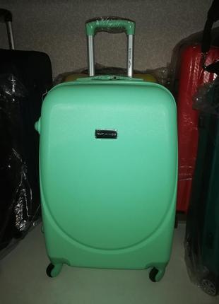 Пластиковый чемодан среднего размера с расширением!