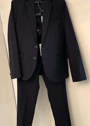 Классический костюм для мальчика. школьная форма