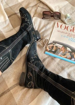 Замшевые сапоги с вышивкой в ковбойском стиле1 фото