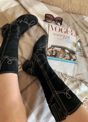 Замшевые сапоги с вышивкой в ковбойском стиле5 фото
