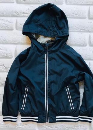 Primark стильная куртка-ветровка на мальчика  5-6 лет