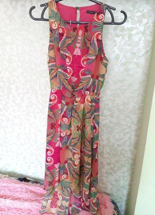 Яркое летнее платье без рукавов длинное сзали короткое впереди2 фото