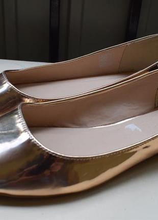 Красивые золотистые балетки лодочки туфли мокасины
