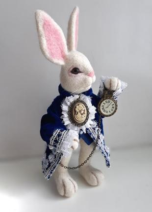 Интерьерная игрушка белый кролик из алисы в стране чудес.