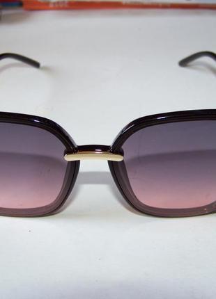 Крупные черные очки-бабочки с дымчатой линзой серо-розовый градиент4 фото