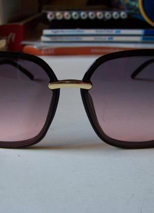 Крупные черные очки-бабочки с дымчатой линзой серо-розовый градиент6 фото