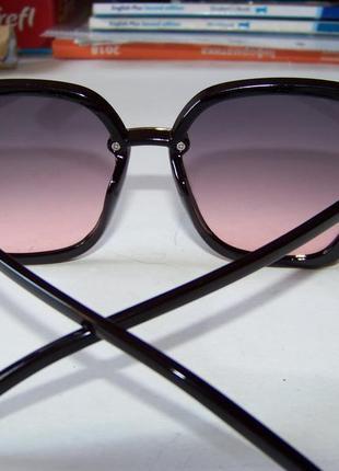 Крупные черные очки-бабочки с дымчатой линзой серо-розовый градиент7 фото