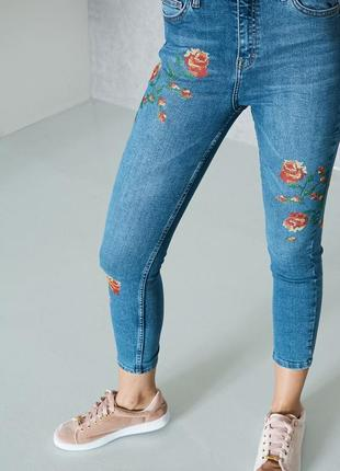 Укорочені джинси з вишивкою