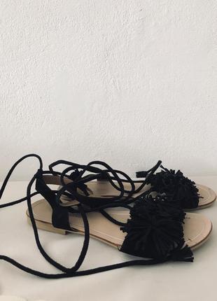 Босоножки на шнурках