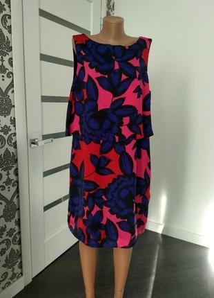 Tu.  яркое  платье  в цветы двухуровневое.