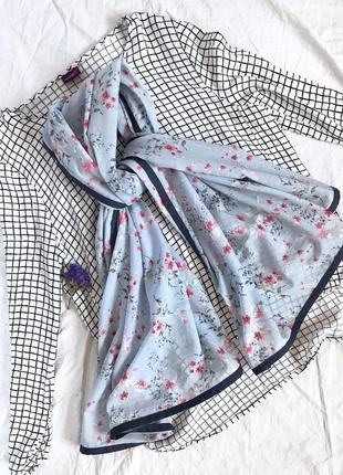 Нежный шарф в цветы