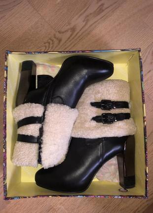 Зимние ботинки на каблуке