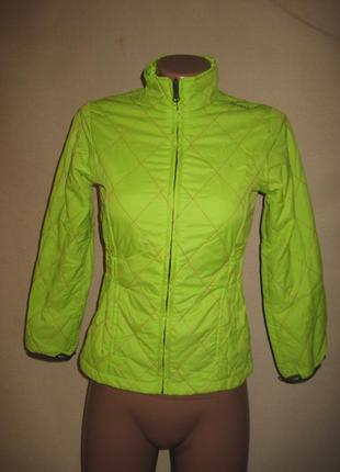 Яркая куртка quechua 9-10л