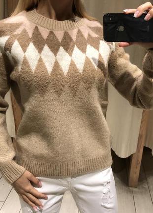 Бежевый свитер мягенький джемпер. house. размеры уточняйте.