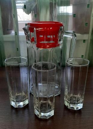 Набор кувшин со стаканами.
