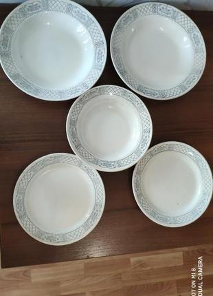 Набор тарелок посуды