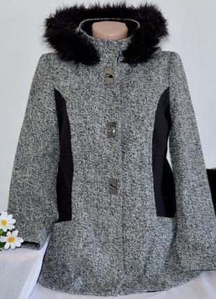 Брендовое демисезонное пальто полупальто с меховым капюшоном atmosphere